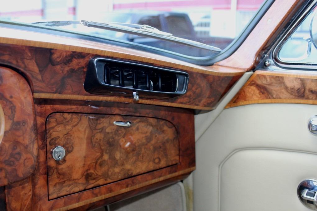 Used-1967-Rolls-Royce-PHANTOM-V-JAMES-YOUNG-PV23-TOURING-LIMO